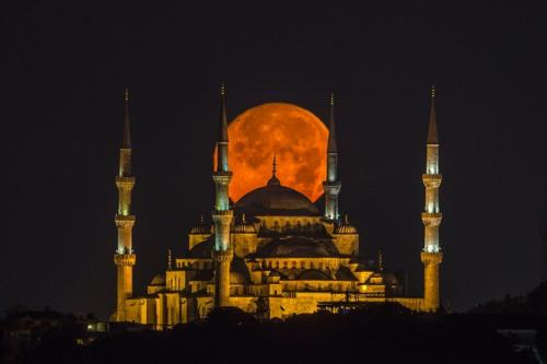 Gokhan Darcan - Supermoon Crossing